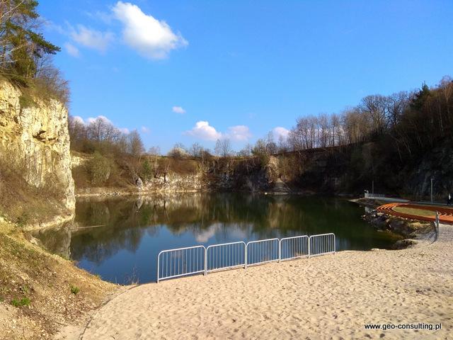 """Kamieniołom w Zabierzowie z plażą - """"mały Zakrzówek"""" obok restauracji Grube Ryby"""